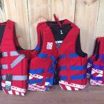 Zwemvesten van S to XL. Veiligheid eerst. Van Stek Watersport & Fun